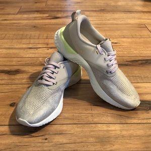 NWOT Nike Woman's React Flyknit Running Sh…